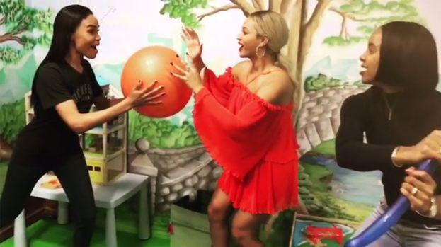 Pure Kelly Rowland, Beyoncé e Michelle Williams buttano lì una mannequin challenge. Ma... ma... è un indizio? Tornano le Destiny's Child? OMG!