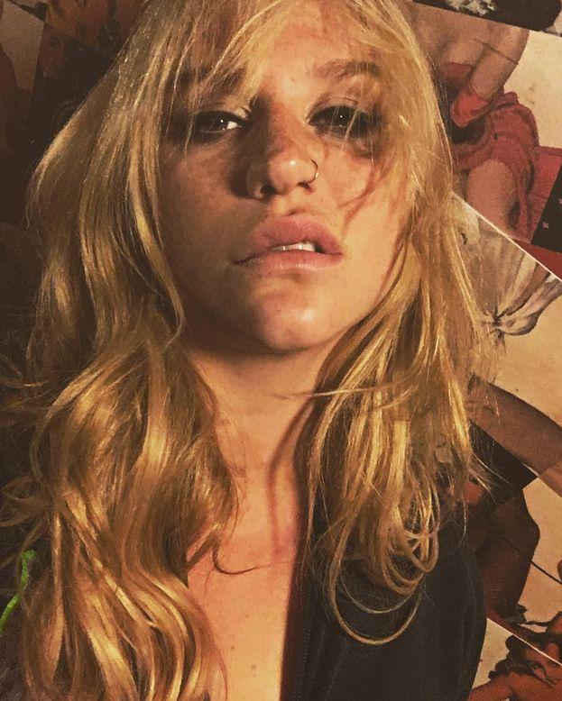 """Kesha: """"Non amo solo gli uomini. Amo le persone. Non è una questione di genere: conta solo l'anima che emana la persona con cui stai""""."""