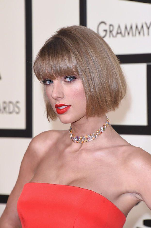 """Taylor Swift: """"Più vivi la tua vita e ti crei nuove abitudini, più ti abitui al fatto che non ricevi più tutte le mattine un messaggio che ti dice 'Ciao, splendore. Buona giornata'. Lo sostituisci con altre cose, come chattare con gli amici e organizzare cene divertenti e andare in giro con le amiche"""". E poi un bel giorno ti accorgi che è acqua passata."""