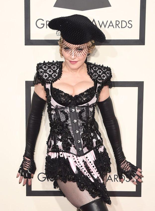 """Madonna - Come avere sottomano la futura regina del pop e non rendersene conto. Sai cosa le ha detto un produttore discografico dopo aver sentito la demo di una allora sconosciuta Madonna a caccia di contratto? """"Secondo me la direzione è quella giusta. L'unica cosa che manca a questo progetto è la sostanza""""."""