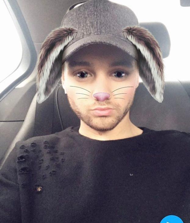 Liam Payne sceglie un modo strano di fare gli auguri a sua mamma e alla compagna Cheryl - una foto da coniglio O_O