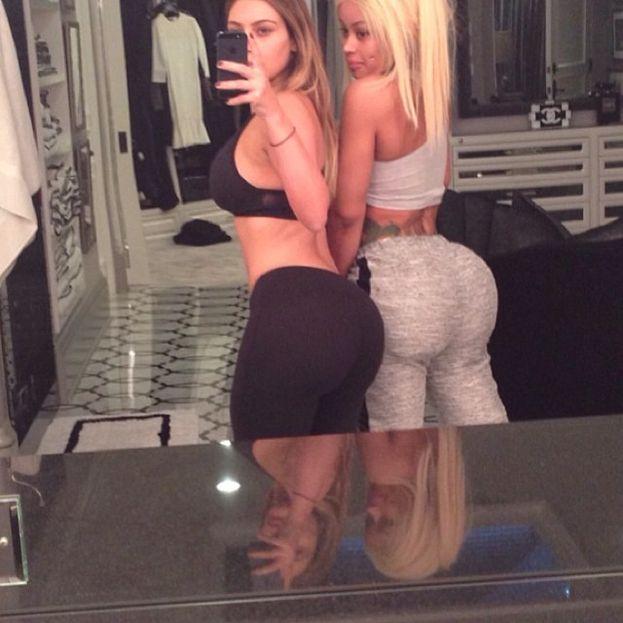 Kim Kardashian - Due possibilità: o le hanno montato le piastrelle del pavimento storte, o Kim si è data una limatina ai fianchi ;)