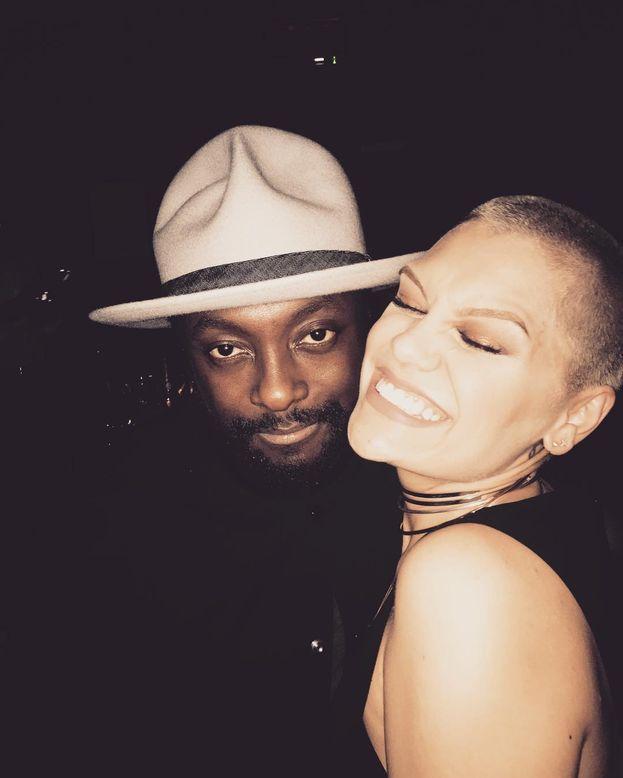 """La fase """"5 millimetri"""" di Jessie J. L'altro nella foto è will.i.am!"""