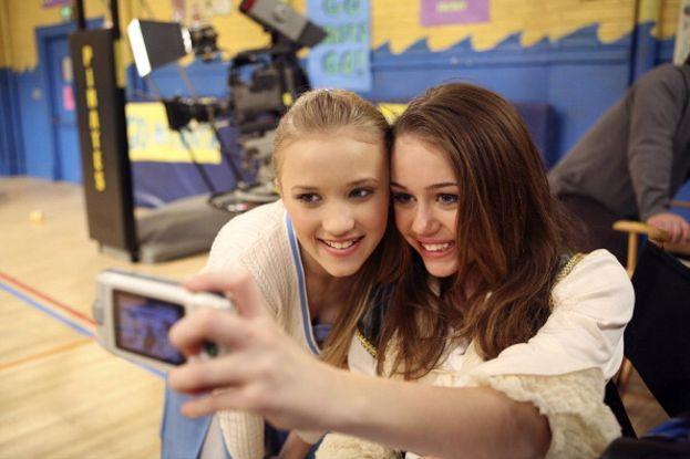 Hannah Montana in modalità selfie
