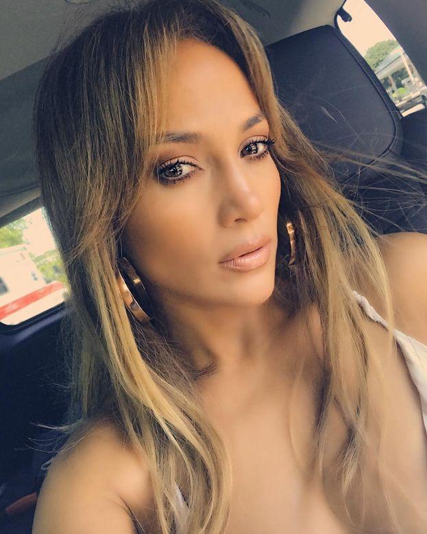 Jennifer Lopez ci ha dato dentro sul balcone. Niente di veramente eccessivo, ma chissà che vista!