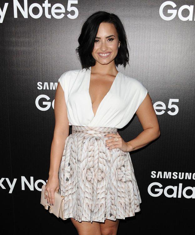 """Demi Lovato: manco per idea. Non ama particolarmente Taylor e nemmeno il suo clan di amiche. Parole sue: """"Non vedo mai nessuno in nessuna squad con un corpo normale.  È una falsa immagine di come le persone dovrebbero apparire"""". Bum!"""