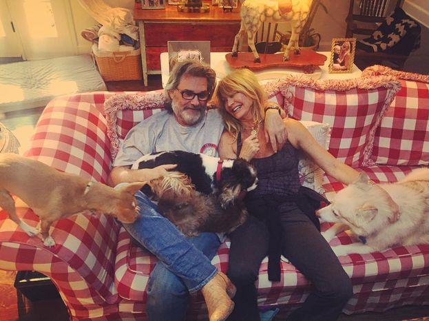 """Goldie Hawn e Kurt Russell - Questi due durano da una vita, per gli standard di Hollywood: la storia è inziata sul set di """"Swing Shift - Tempo di swing"""" (1984) e stanno ancora insieme!"""