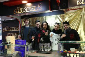 #Riccanza 2: il cast offre caviale e champagne a Milano dal luxury food truck