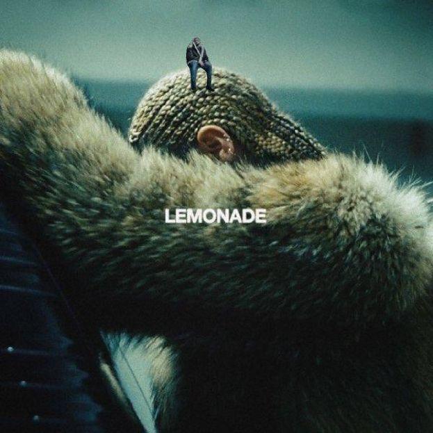 """Il piccolo Drake della copertina di """"Views"""" è stato photoshoppato ovunque, dalla testa di Beyoncé..."""