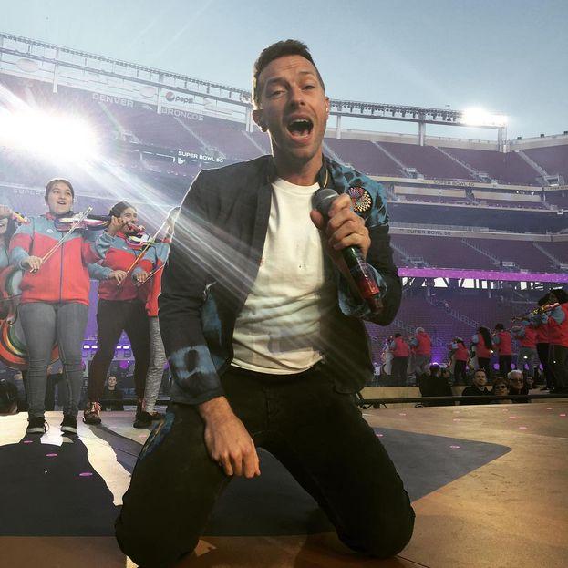 Chris Martin dei Coldplay è uno dei cantanti più sexy del pianeta: sfidiamo chiunque a sostenere il contrario. È papà di due figli avuti con la ex moglie Gwyneth Paltrow, Apple Blythe Alison e Moses Bruce Anthony.