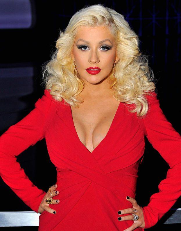 """Christina Aguilera va pazza per le sue forme da vamp, che non aveva quando era una ragazza: """"Adoro il fatto che adesso ho un bel sedere e ovviamente adoro mostrare il seno""""."""