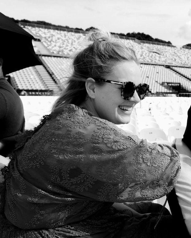 Nel 2002, dopo la nascita del figlio, Adele è stata attaccata su Twitter dai soliti idioti e ha deciso di chiudere l'account. Il tempo di farsi passare il fastidio e qualche settimana più tardi è tornata.