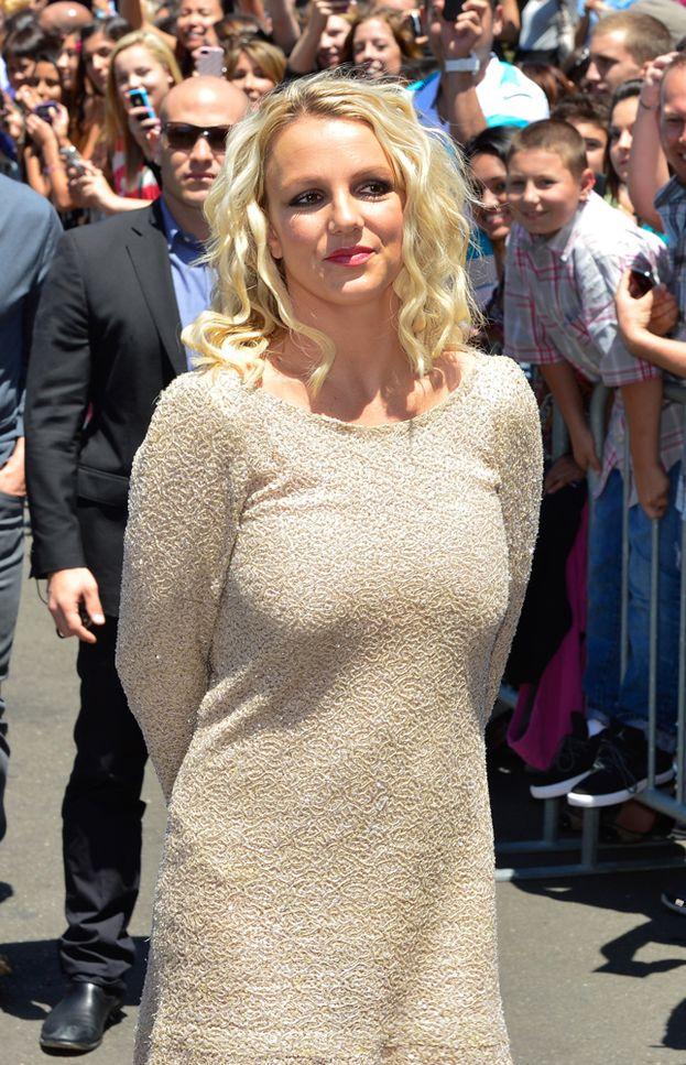 Britney nel 2012, altro momento di bilancia ballerina.