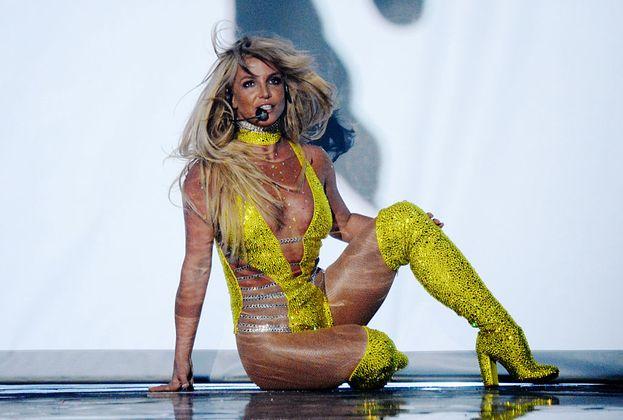 Britney Spears mancava dal palco dei VMA dal 2007: per il suo ritorno ha scelto un outfit molto, ma molto hot!