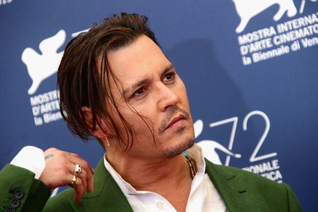 Sembra che nemmeno Johnny Depp profumi come una rosa e che sia un'altra delle star di Hollywood allergiche alla doccia. Che sia il suo segreto professionale per calarsi nei panni un po' zozzi di Jack Sparrow?
