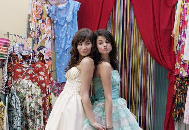 """Selena Gomez in """"Programma protezione principesse"""" - Ha fatto il provino per la parte di Rosie, poi andata all'amica Demi Lovato, che a sua volta aveva fatto il provino per la parte di Carter. Alla fine Selena e Demi si sono scambiate i ruoli!"""