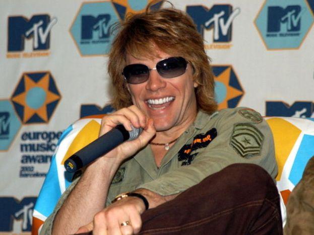 Il cognome vero di Jon Bon Jovi è Bongiovi, attaccato e all'italiana: il padre è metà slovacco e metà siciliano, di Sciacca (in Sicilia).