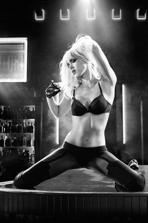 """La parte preferita di Jessica Alba è il suo pancino. Eccolo in tutto il suo splendore in una scena di """"Sin City - Una donna per cui uccidere"""" (2014)."""