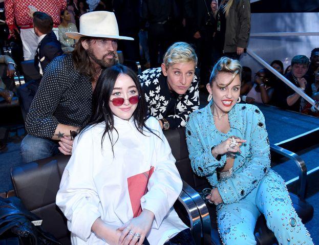 Foto di famiglia: Miley, Noah e papà Billy Ray, più Ellen DeGeneres