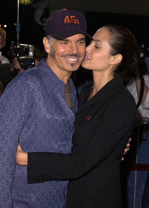 Angelina Jolie e Billy Bob Thornton erano una coppia selvaggia: lo hanno fatto in limousine mentre si dirigevano agli MTV Movie Awards del 2000, e invece di tenersi la cosa per loro lo hanno annunciato a tutti sul red carpet...