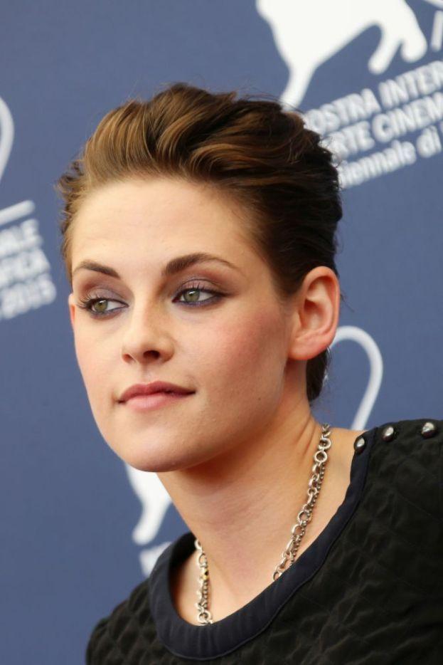 Musona? Distaccata? Macché: Kristen Stewart dice che è solo molto timida e, per esempio, si sente a disagio durante le interviste.