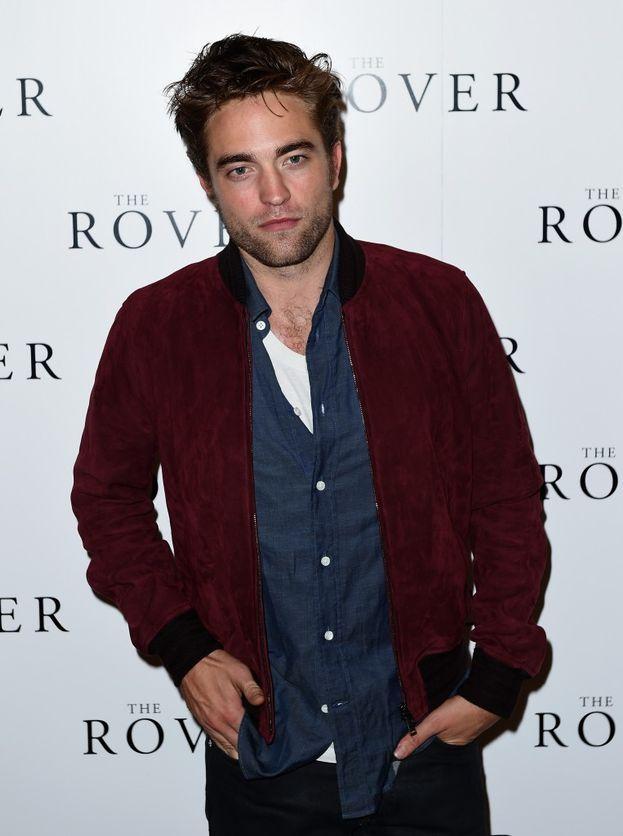 Magari non sarà all'altezza dell'arte amatoria di un vampiro pluricentenario, ma pare che Robert Pattinson se la cavi comunque alla grande: una sua (anonima) ex ha raccontato che a letto è bravissimo e passionale.