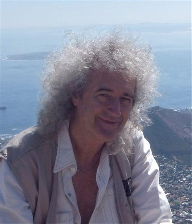 Brian May - Il chitarrista dei Queen è una mente superiore. Ha conseguito un dottorato in Astrofisica all'Imperial College di Londra nel 2006: sebbene avesse quasi concluso gli studi nel 1974, la carriera con la band gli ha impedito di portarli a termine prima. Oggi è anche un ricercatore ospite presso lo stesso ateneo.