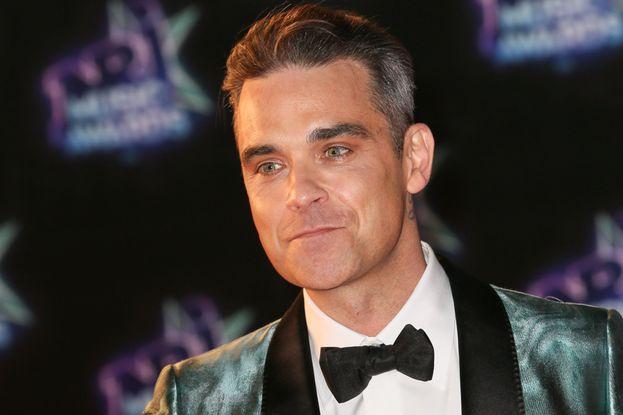 Robbie Williams ha confessato che gli piace parecchio fare sesso in luoghi pubblici, per esempio in aereo, sul treno o nei parcheggi. E una volta anche in un wine bar…