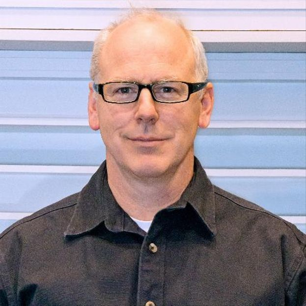 Greg Graffin – Punk? Certo. Ma il leader dei Bad Religion è anche un docente di Scienze della Vita presso la UCLA e di Paleontologia alla Cornell University. Il suo curriculum annovera due lauree (Geologia e Antropologia), un master in Geologia e un dottorato in Zoologia.
