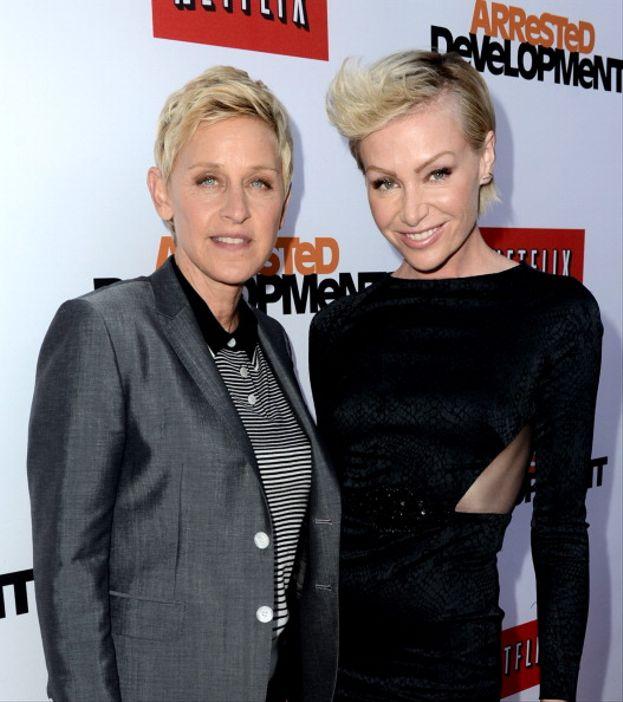 """Ellen DeGeneres – Nel 1997 Ellen DeGeneres fa coming out sia nella vita reale che nella celebre serie tv di cui è protagonista (""""Ellen""""). Da allora è sempre in prima linea nella lotta contro le discriminazioni."""