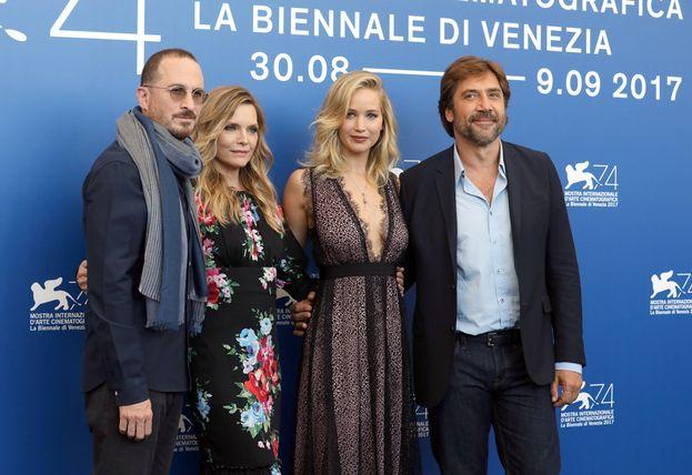 Ed eccoli al gran completo: Aronofsky, Michelle Pfeiffer, Jennifer Lawrence e Javier Bardem.