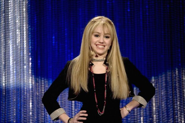 Miley giovanissima e biondissima