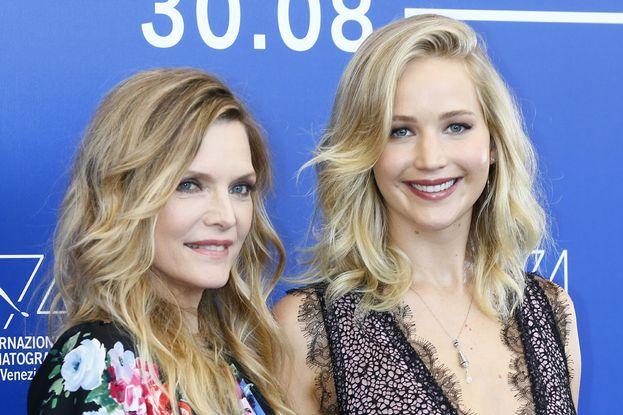 Jennifer con l'altra star femminile del film, Michelle Pfeiffer.