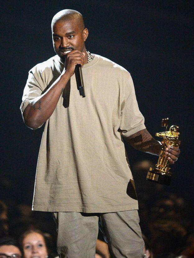 """Kanye West - Best Choreography con """"Fade"""". Kanye però non si è fatto vedere allo show (la foto è dei VMA 2015)"""