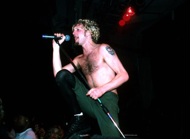 Layne Staley, anima tormentata, era il cantante degli Alice in Chains. È morto il 5 aprile 2002, al termine di un devastante abuso di stupefacenti durato anni.