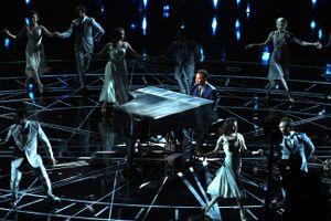Óscares 2017: John Legend derreteu-nos com o medley de «La La Land – Melodia do Amor»