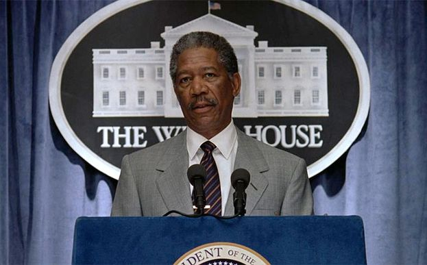 Tom Beck (Morgan Freeman)