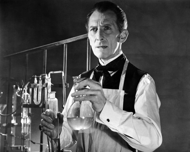 Peter Cushing (Victor Frankenstein, 7 veces)