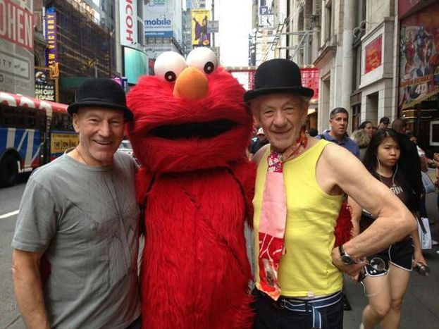 Con Elmo, en el nacimiento
