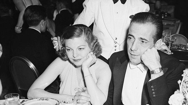Humphrey Bogart y Helen Menken, Mary Philips y Mayo Methot