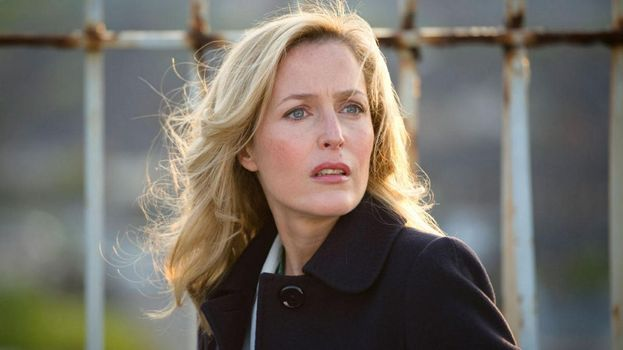 Stella Gibson (Gilian Anderson)