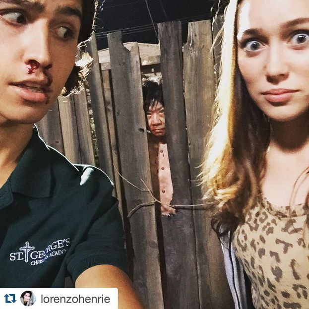 Lorenzo James Henrie (Christopher Manawa) e Alycia Debnam-Carey