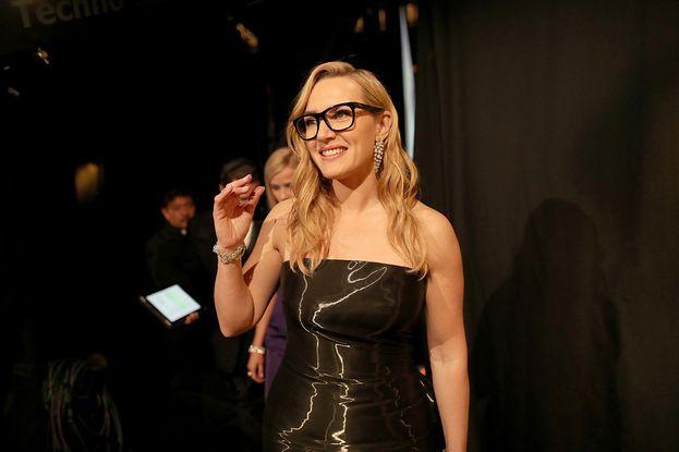 Kate Winslet con i suoi occhialoni da hipster