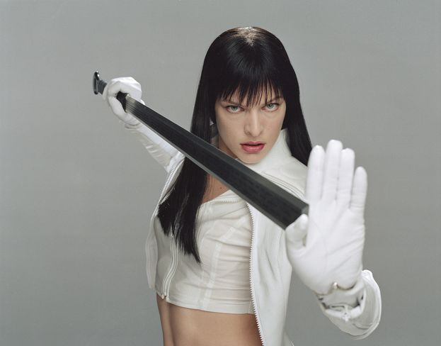 "Violet Song Jat Shariff (Milla Jovovich) - ""Ultraviolet"" (2006)"