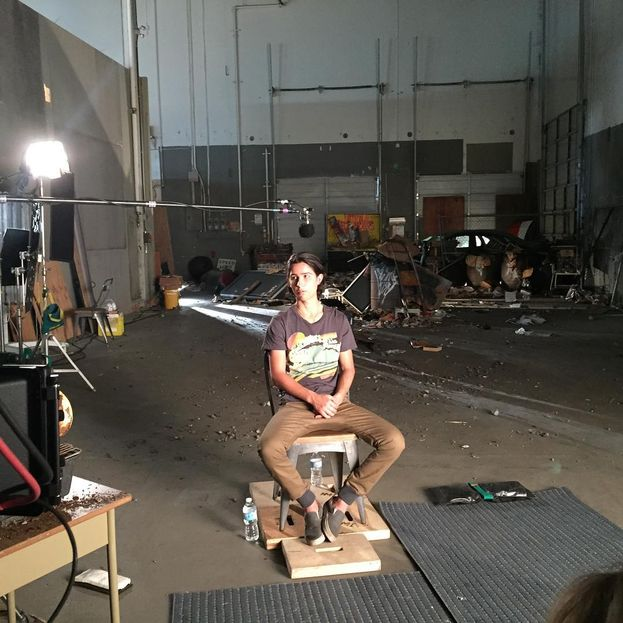 Lorenzo James Henrie sul set