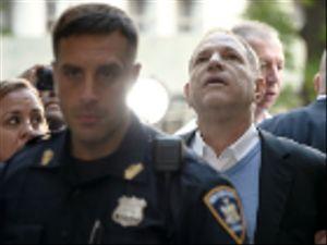 Harvey Weinstein in manette, poi subito fuori su cauzione