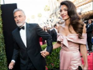 George Clooney e Amal in vacanza in Sardegna con i gemellini