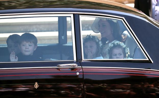 L'arrivo di Kate Middleton con i paggetti