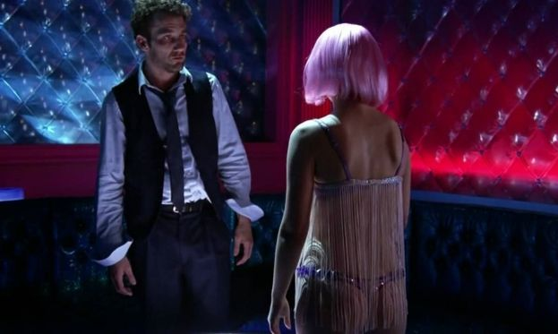 La scena nel night club di Natalie Portman con Clive Owen (Closer)