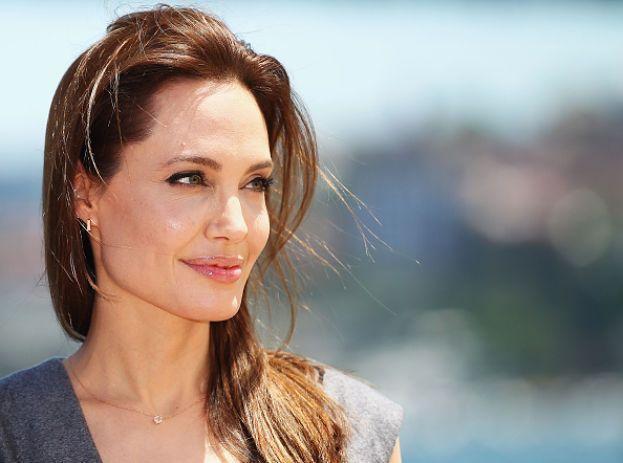 Angelina Jolie - Becchina
